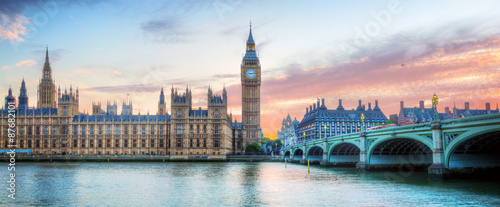 Photo Stands London London, UK panorama. Big Ben in Westminster Palace on River Thames at sunset