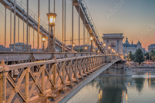 Spoed Foto op Canvas Brug Budapest, Hungary. The Szechenyi Chain Bridge in in the sunrise