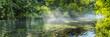 Mitten in der bayerischen Wildnis am sommerlichen Flussufer - Banner