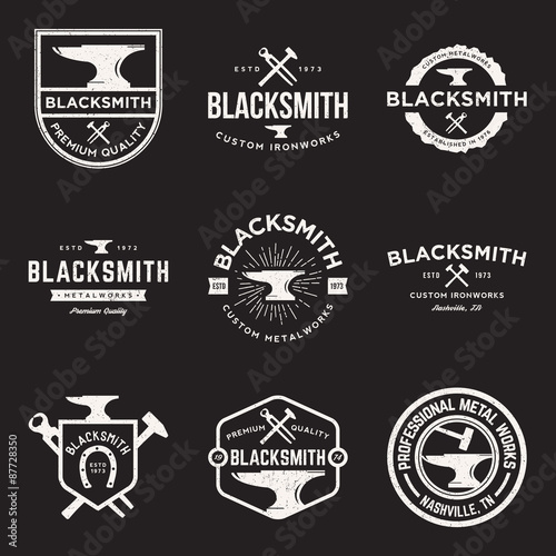 Photo vector set of blacksmith vintage logos, emblems and design elements