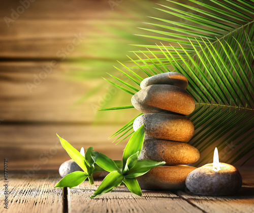 Autocollant pour porte Spa Spa stones, candle on wooden background