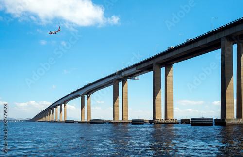 In de dag Brug Brazil, Rio De Janeiro, the Niteroi bridge in the Guanabara bay