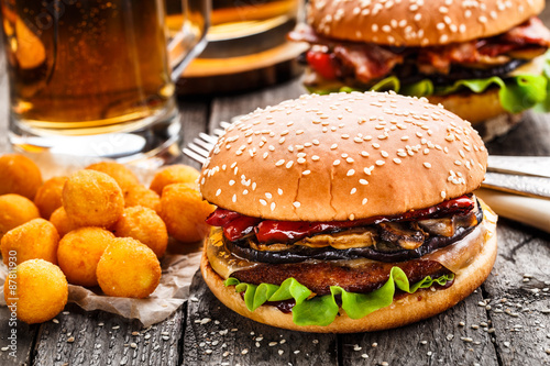 Fototapeta  Delicious burger with fried potato balls and beer