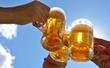 canvas print picture - anstoßen mit bier