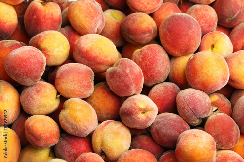 Ripe peach fruit background, close up Fototapete