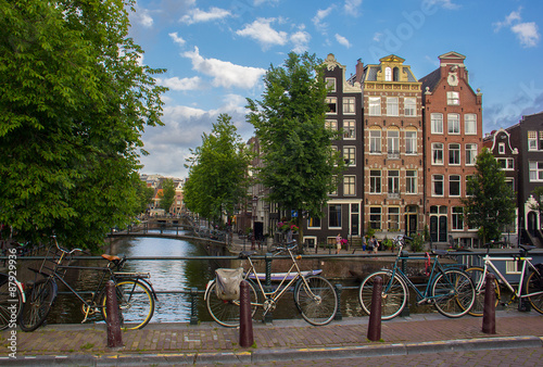 Photo  Street scene showing traditional architecture, Amsterdam.