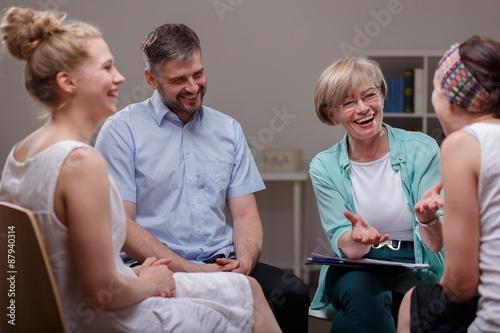 Fotografía  Grupo durante la reunión con el terapeuta