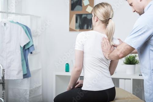 Fotografía  Chiropractic doing spinal mobilisation
