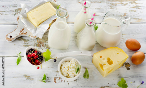 Poster Zuivelproducten Fresh Dairy products on a white wooden background.