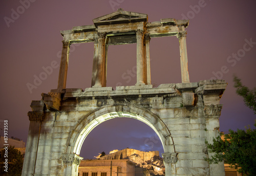 Photo  Arch of Hadrian at night, Athens, Greece
