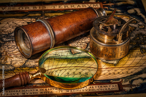 Fotografiet  Old vintage compass on ancient map