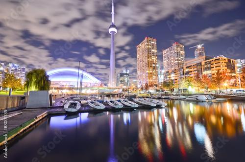 Plakat Toronto linia horyzontu przy nocą w Ontario, Kanada