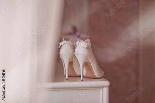 Obraz White wedding shoes for women. - fototapety do salonu