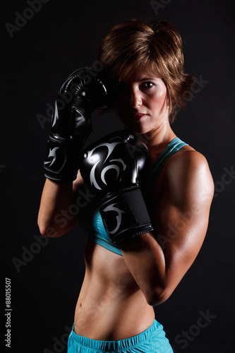 Photo  Fighter woman wearing boxing gloves