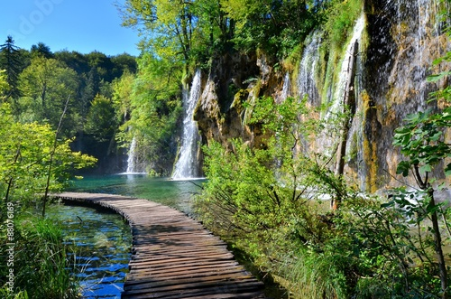 Tuinposter Watervallen Boardwalk through the waterfalls of Plitvice Lakes National Park, Croatia