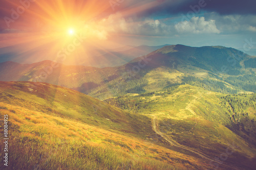 Photo sur Aluminium Colline Summer mountain landscape at sunshine. Hiking trail in the hills.