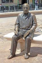 Malaga, Statue De Picasso