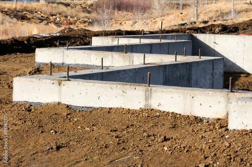 Fotografía  Zig zag concrete foundation on a home being built