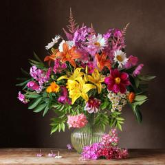 Obraz na Plexi Kwiaty Букет из садовых цветов в кувшине