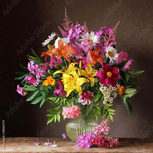 Букет из садовых цветов в кувшине - 88163370