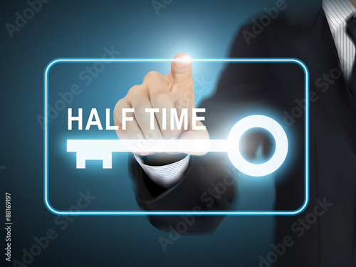 Photo male hand pressing half time key button