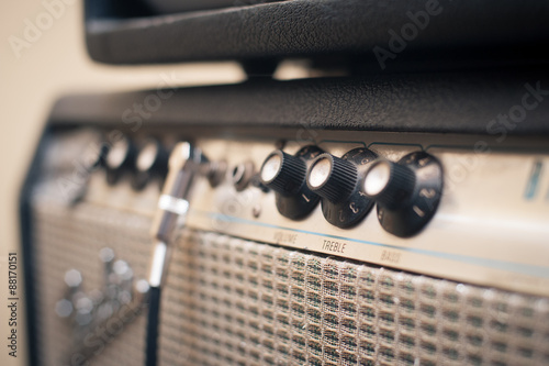Fotografia Guitar amplifier knobs detail