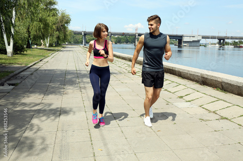 Photo  Young people jogging near river
