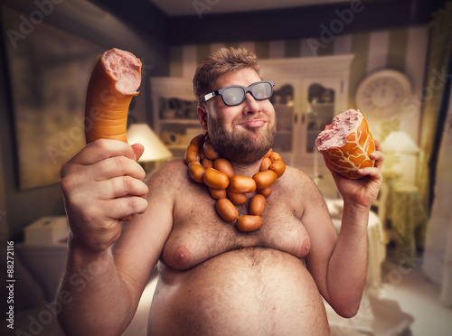 Happy man with sausages Fototapete
