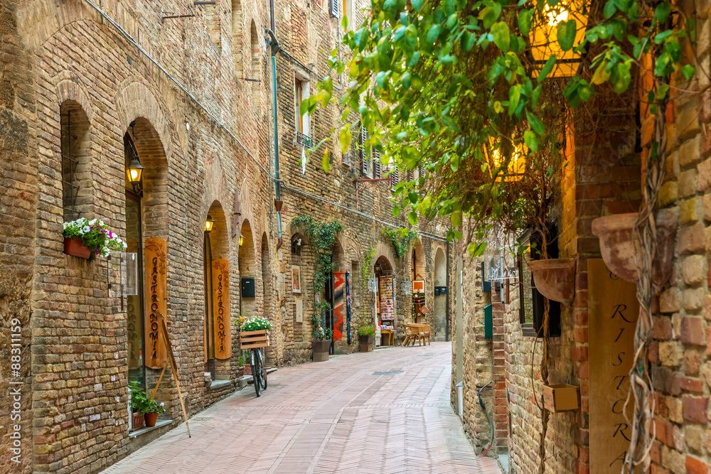 Fototapety, obrazy: Alley in old town San Gimignano Tuscany Italy