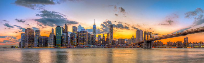 Panel Szklany Brooklyn bridge and downtown New York City in beautiful sunset