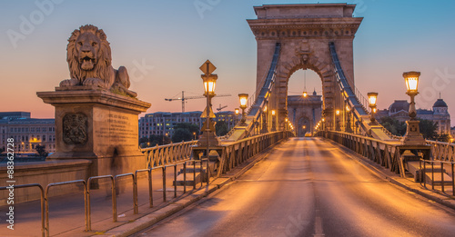 Fotobehang Brug The Szechenyi Chain Bridge (Budapest, Hungary) in the sunrise