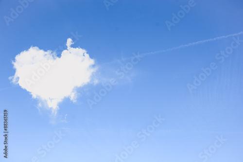 chmury-w-ksztalcie-serca