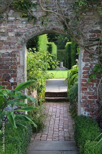 Torbogen Im Garten Von Sissinghurst Kent England Buy This Stock