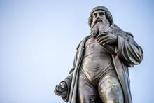 Denkmal Von Johannes-Gutenberg, Dem Erfinder Des Buchdrucks