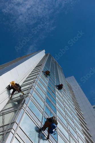 Staande foto Industrial geb. Industrial climbers cleaned the window