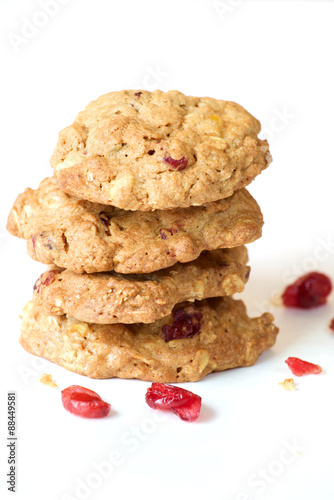 Tuinposter Koekjes Cranberry oatmeal cookie on white background