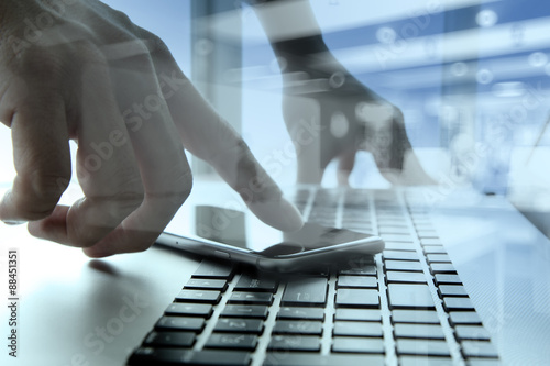 Fototapety, obrazy: Businessman hand using mobile phone with social network diagram