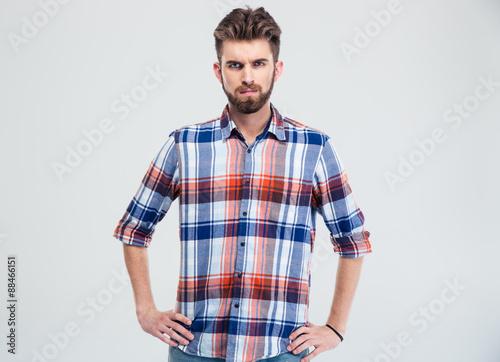 Fotografia Portrait of a young serious man looking at camera