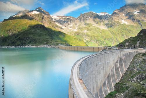 Fotografering concrete dam in mountain