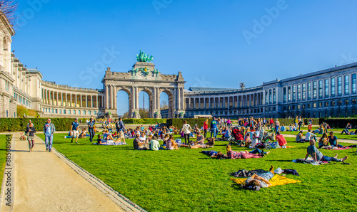 Tuinposter Brussel People are relaxing next to cinquantenaire monument in brussels during first sunny weekend in March.