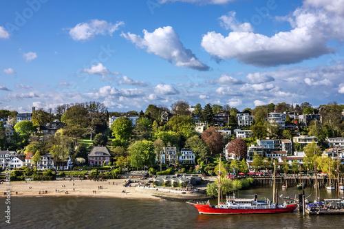 Foto auf Gartenposter Stadt am Wasser Hamburg, Germany. Seafront view, yacht
