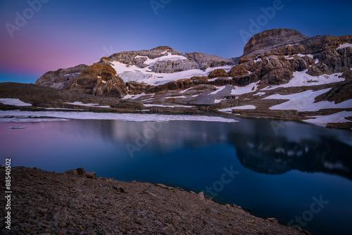 Foto auf Gartenposter Reflexion Monte Perdido at dawn / Monte Perdido y Lago Helado de Marboré (Ordesa, Pirineos, España) (Pyrenees, Spain)