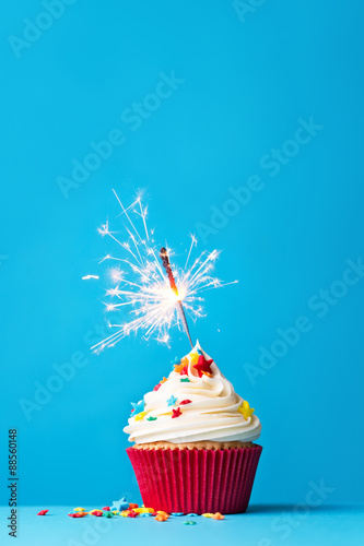 Photo  Cupcake with sparkler on blue