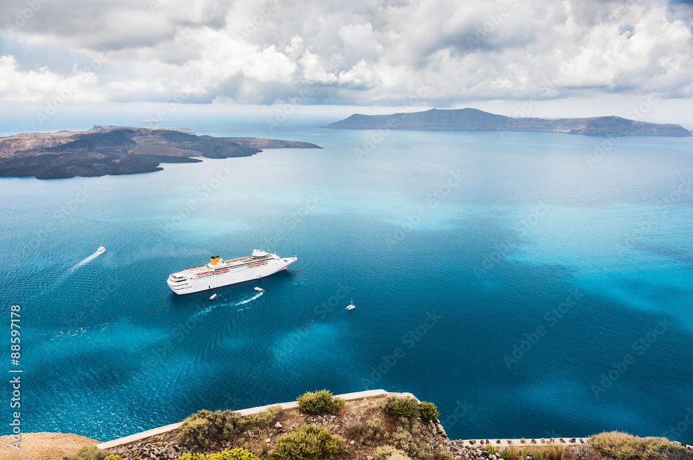 Fototapety, obrazy: Cruise liner at the sea near the islands