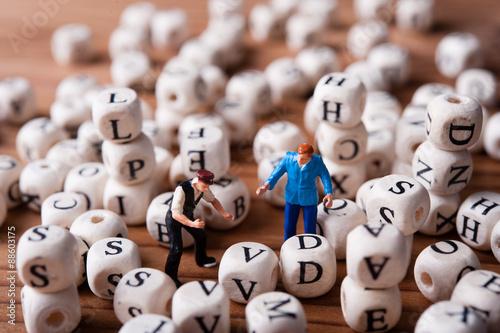 Fotografie, Obraz  アルファベットのブロックと仕事をしているミニチュア人形