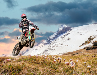 motocross primaverile in ambiente alpino