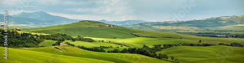 Poster de jardin Vieux rose Panoramic view hills of Tuscany Italy