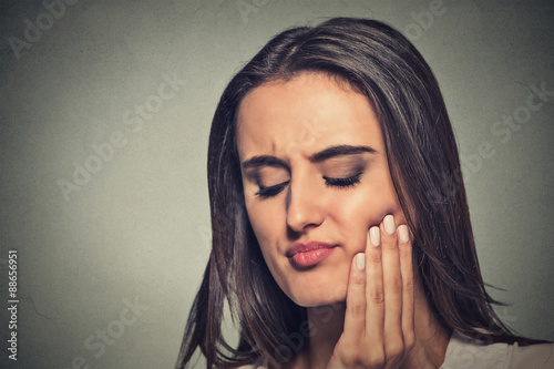 Valokuvatapetti woman with sensitive toothache crown problem