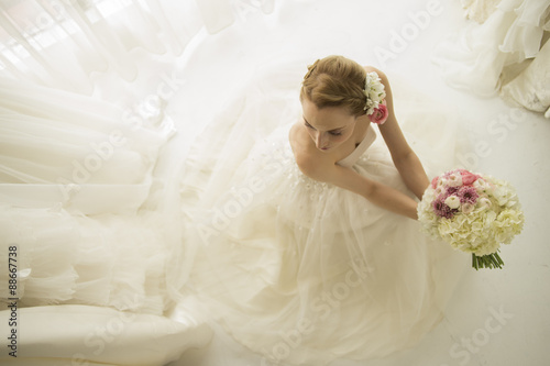 Photo Beautiful bride to have a bouquet