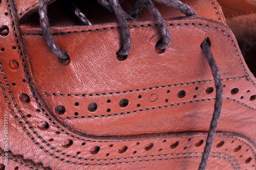 Détail d'une chaussure en cuir